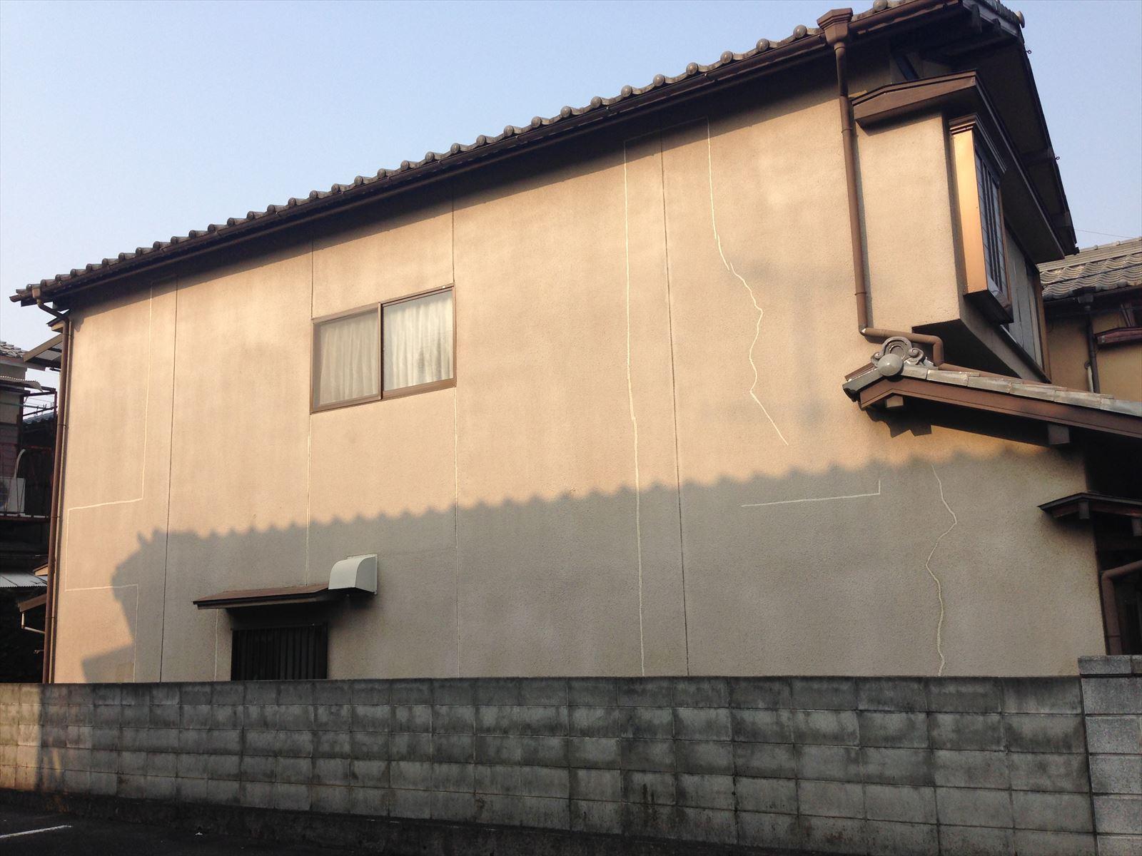 伏見区野辺様邸東面外壁塗り替え工事の施工前写真その1