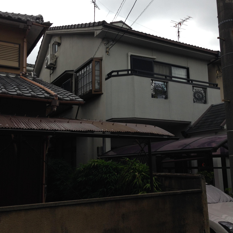 向日市尾花様邸外壁・屋根塗り替え工事の施工前写真その1