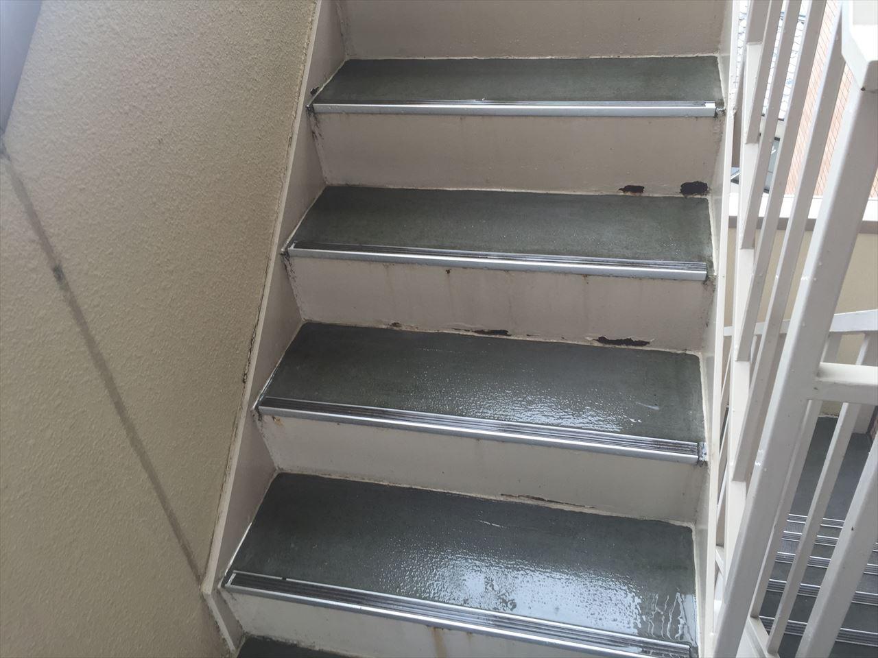 上京区Gマンション様階段シート張替工事の施工前写真その1