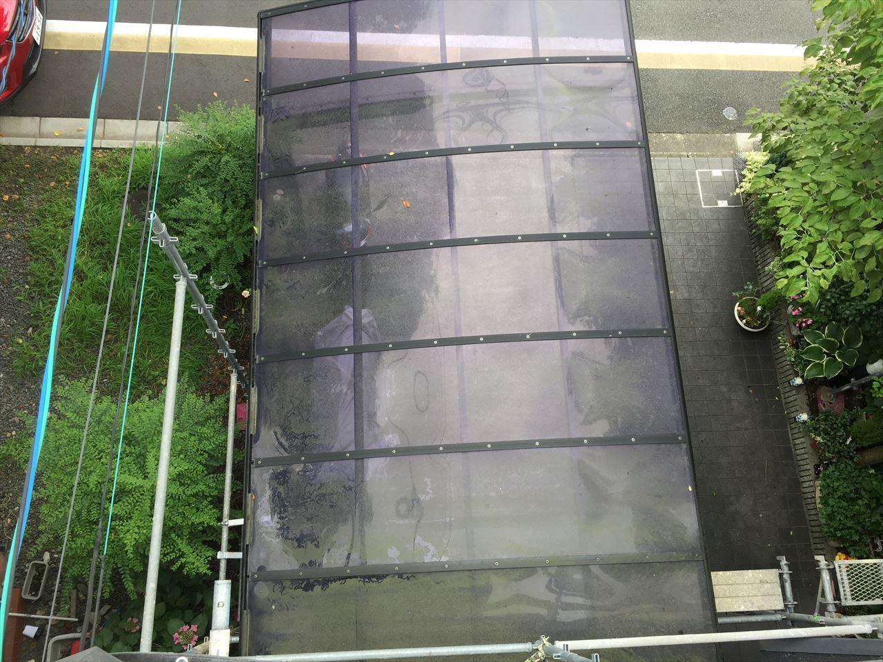 伏見区Y邸カーポート苔落としの施工前写真その1