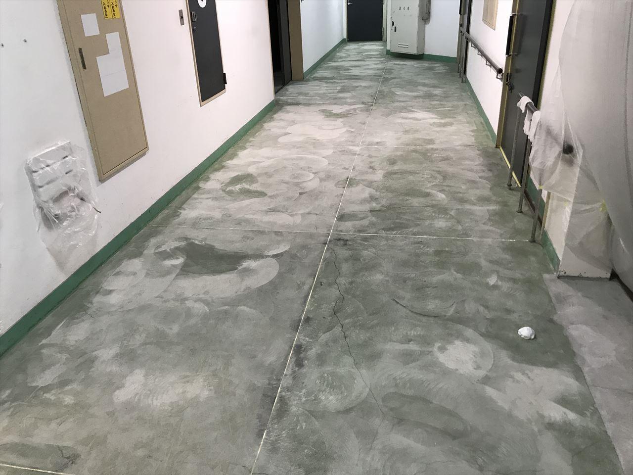 南区M工場床超速乾MMA塗りの施工前写真その1